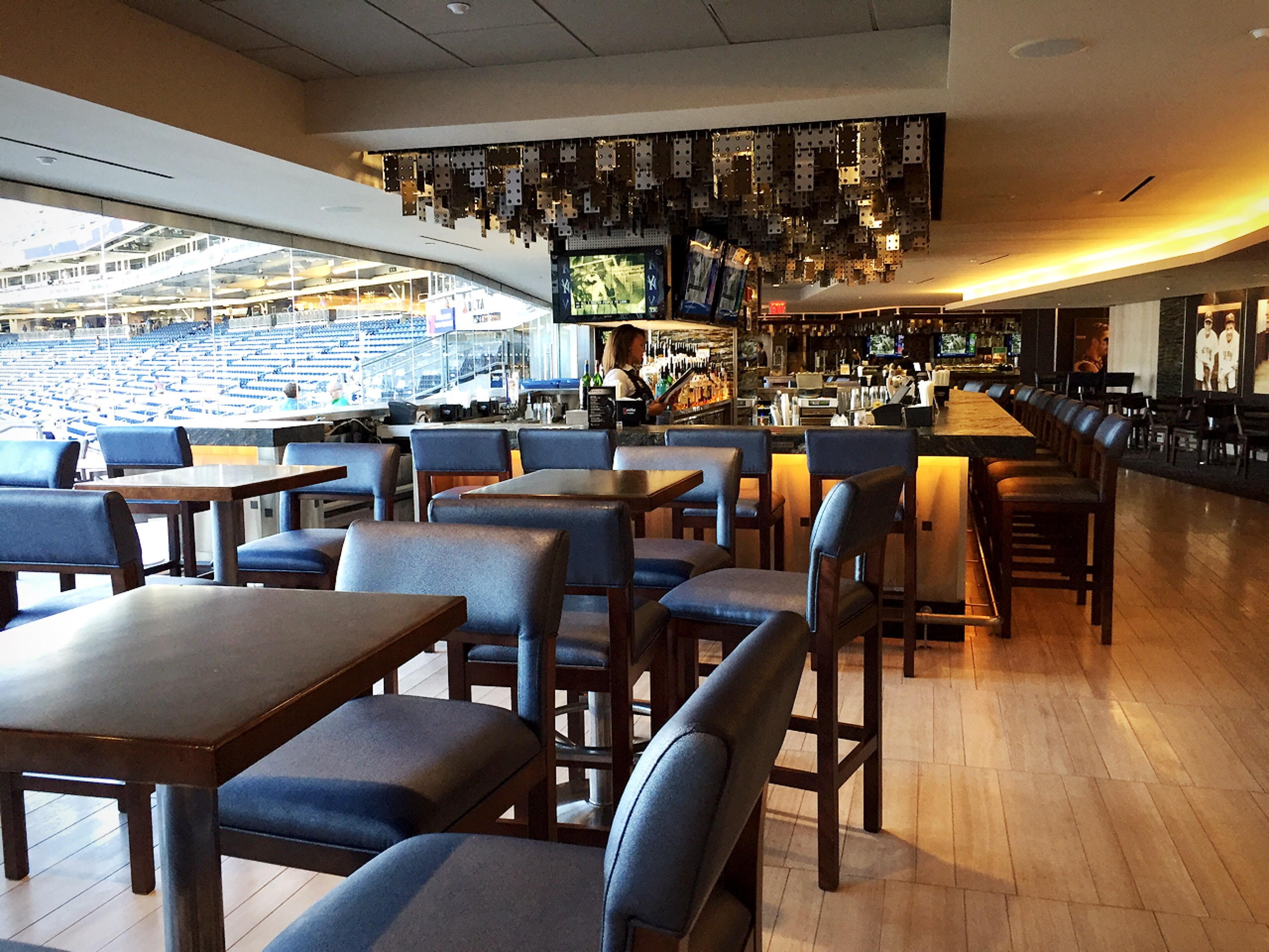 「new yankee stadium vip lounge」の画像検索結果